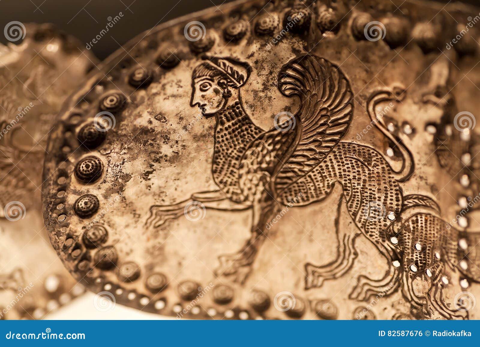 Bältet från metall grundar i jordfästning av område Vani, 4th för århundradet konst F. KR. Kulturföremål sparat av det georgiska