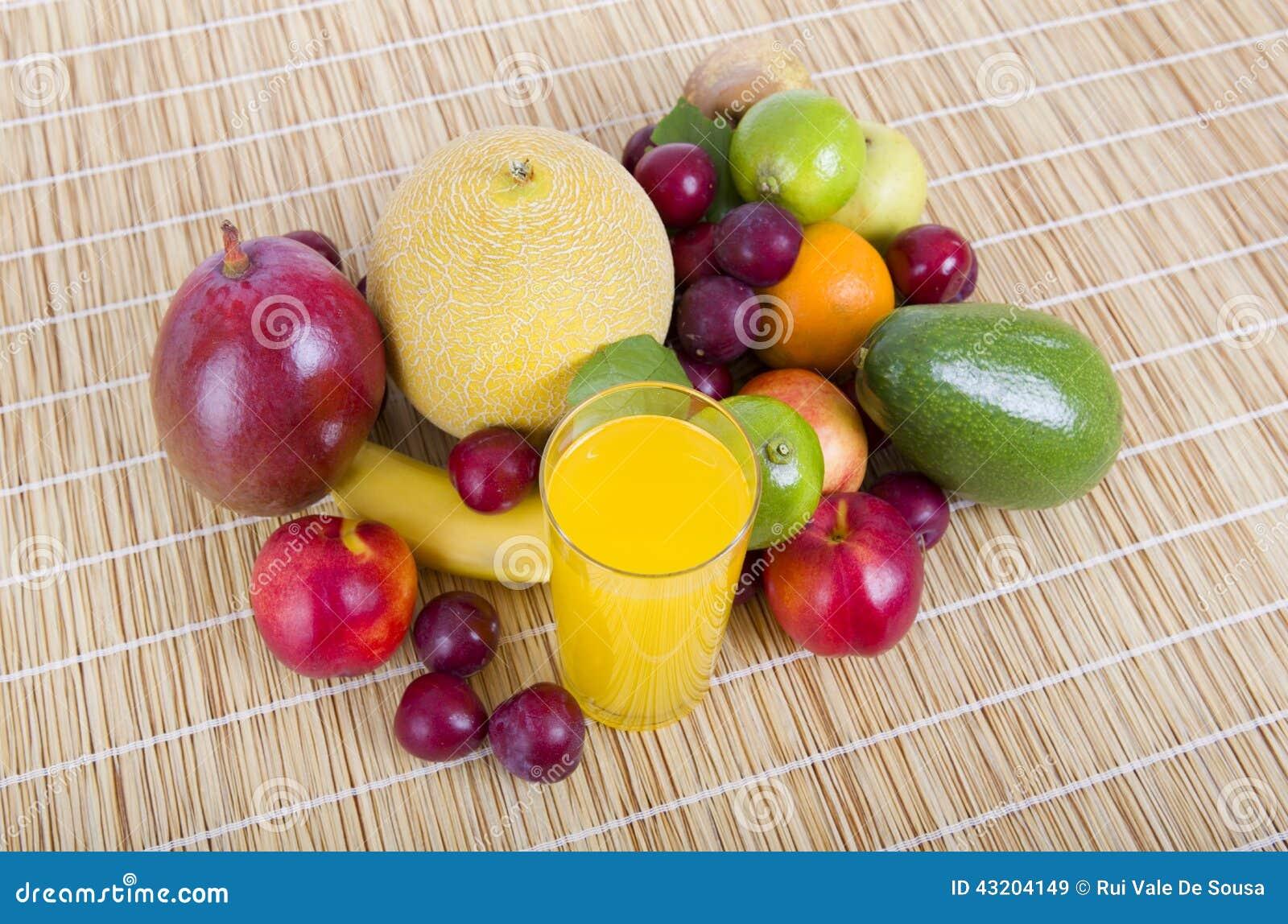 Download Bär fruktt variation fotografering för bildbyråer. Bild av limefrukt - 43204149