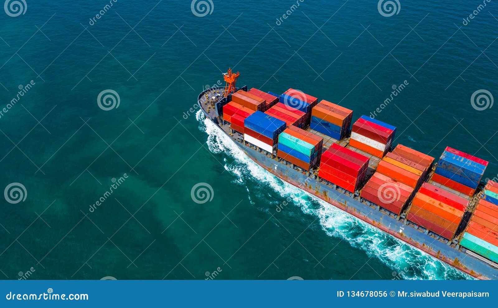 Bärande behållare för behållareskepp för import och export, affär för flyg- sikt som är logistisk, och frakttrans. med skeppet i