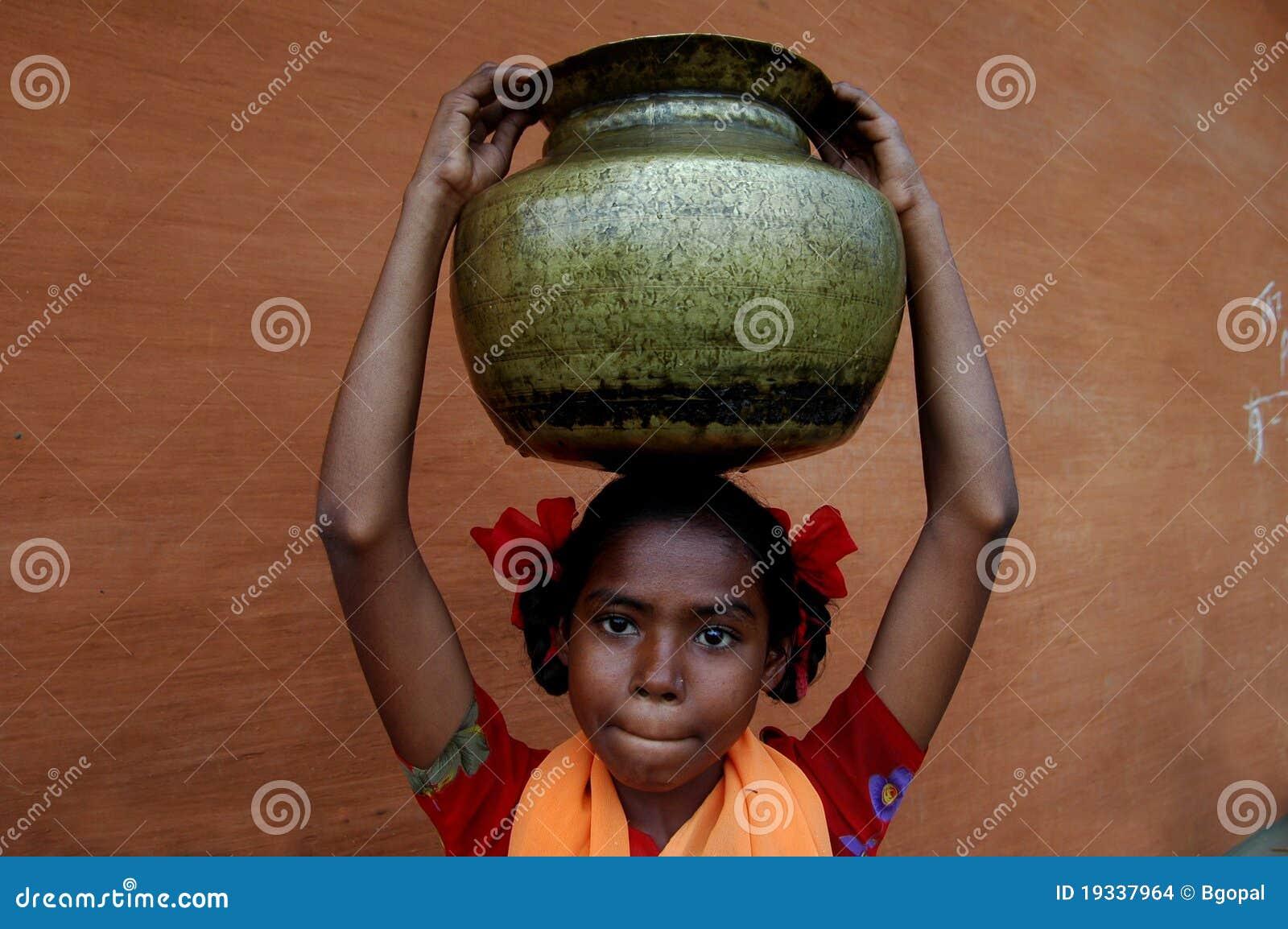 Bärande flickaindiervatten