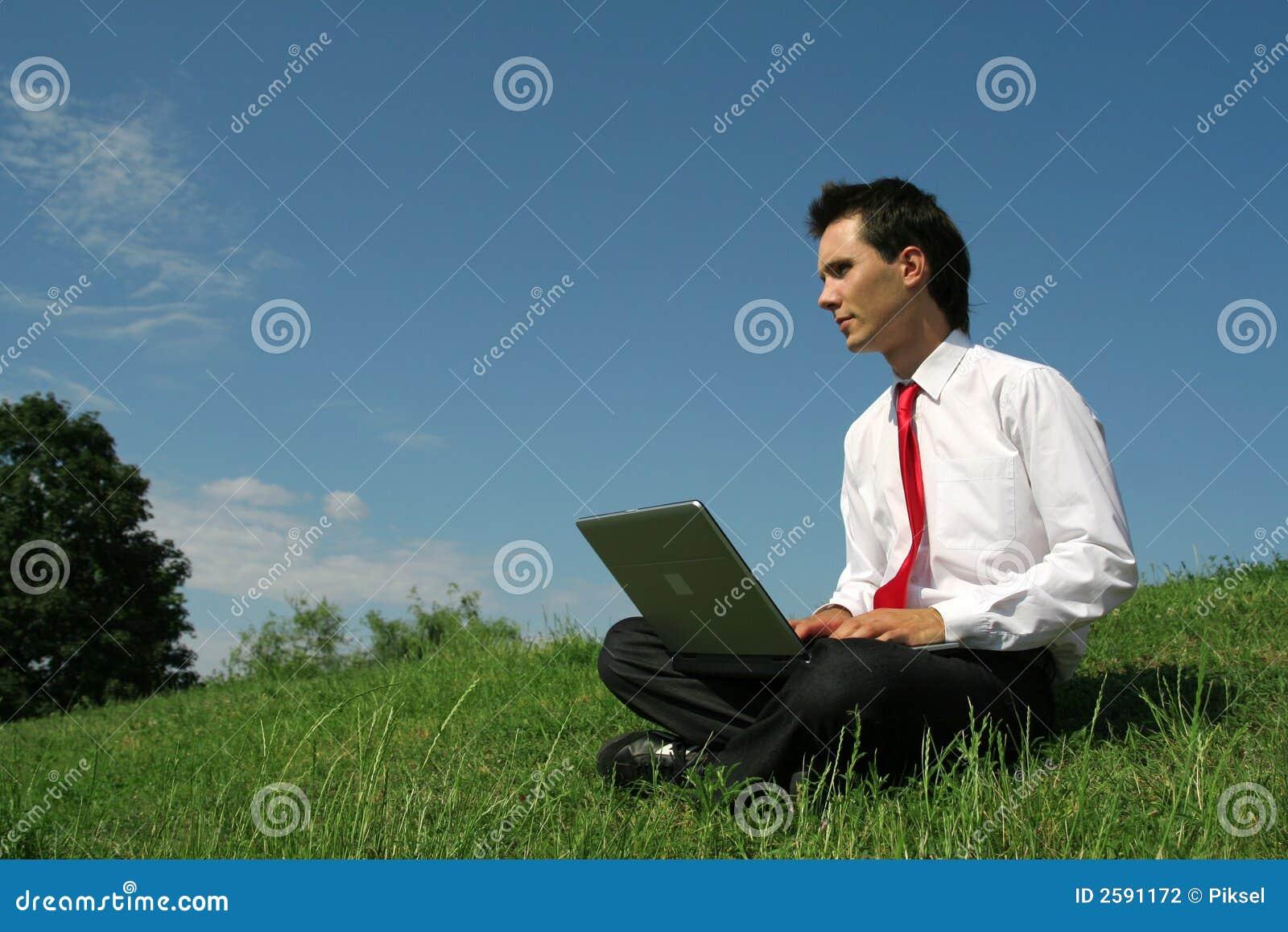 Bärbar datorman som använder utomhus