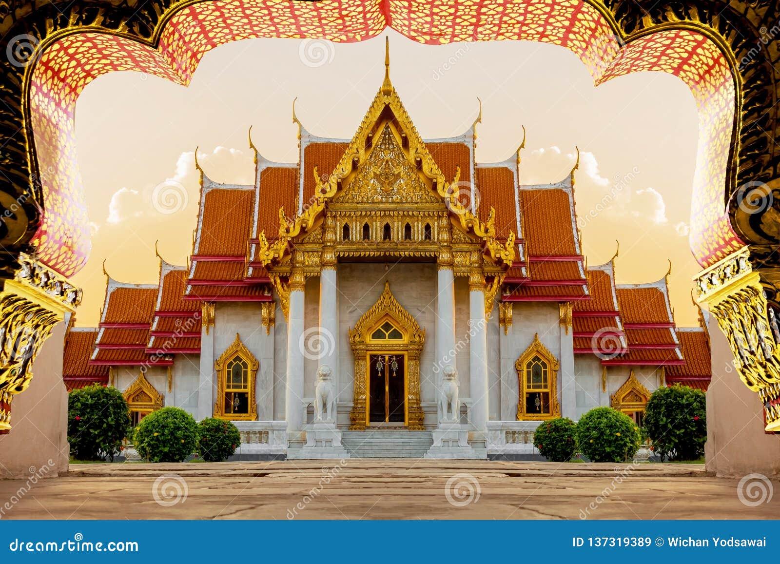 Bästa av turismmarmortemplet Wat Benchamabophit i Bangkok Thailand