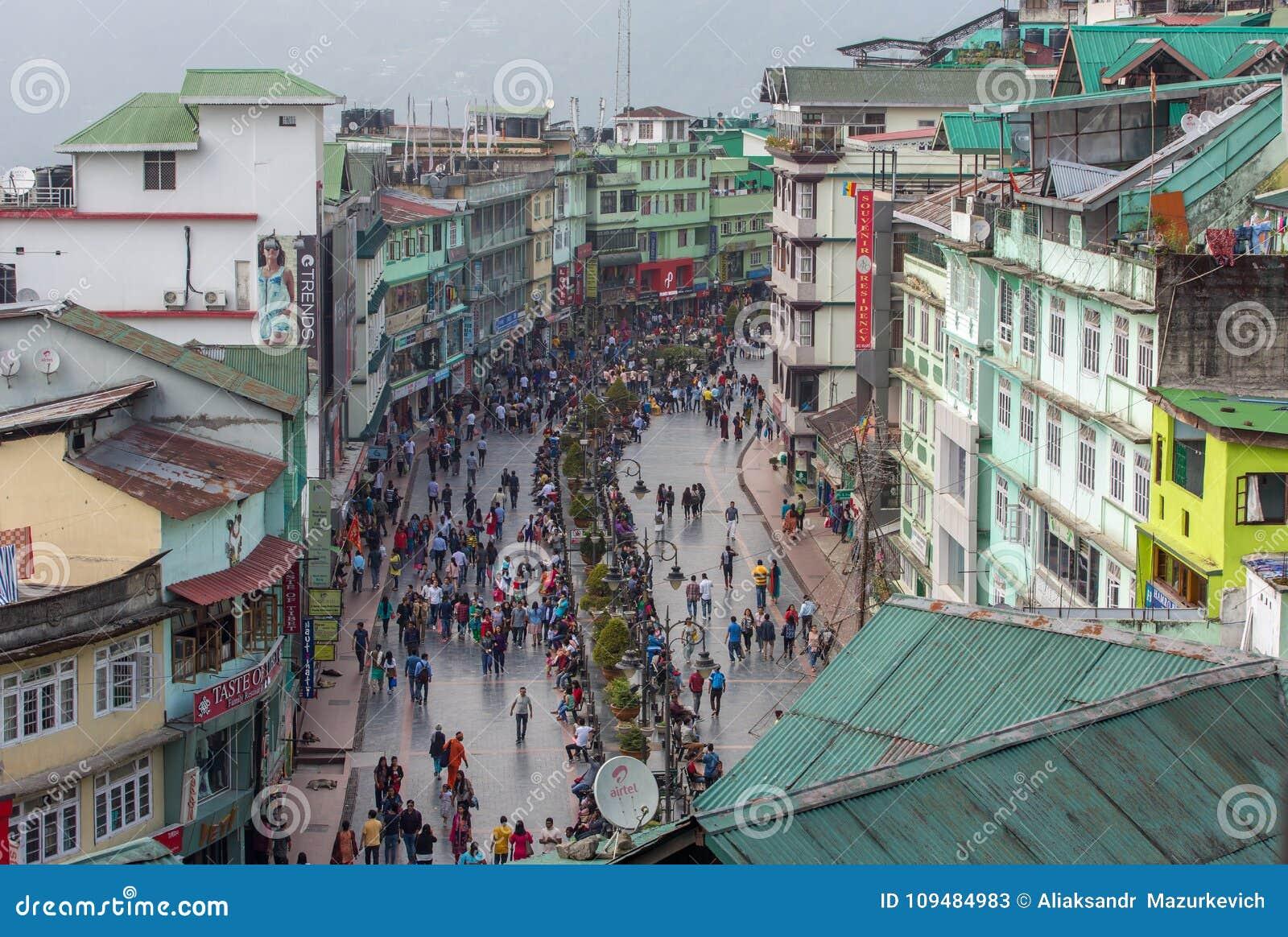 Bästa sikt av den berömda gå MG Marg gatan i Gangtok, Sikkim, Indien