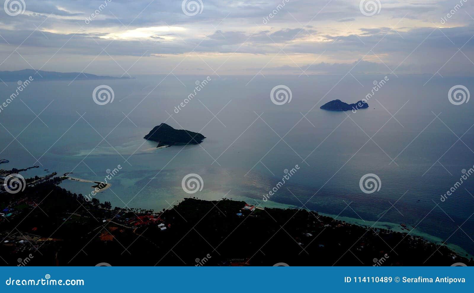 Bästa sikt av havet på ön av Phangan i Thailand