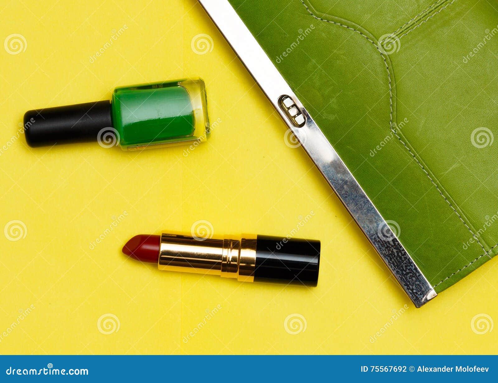 Bästa Sikt Av Kvinnlig Modetillbehör Grön Handväska Med