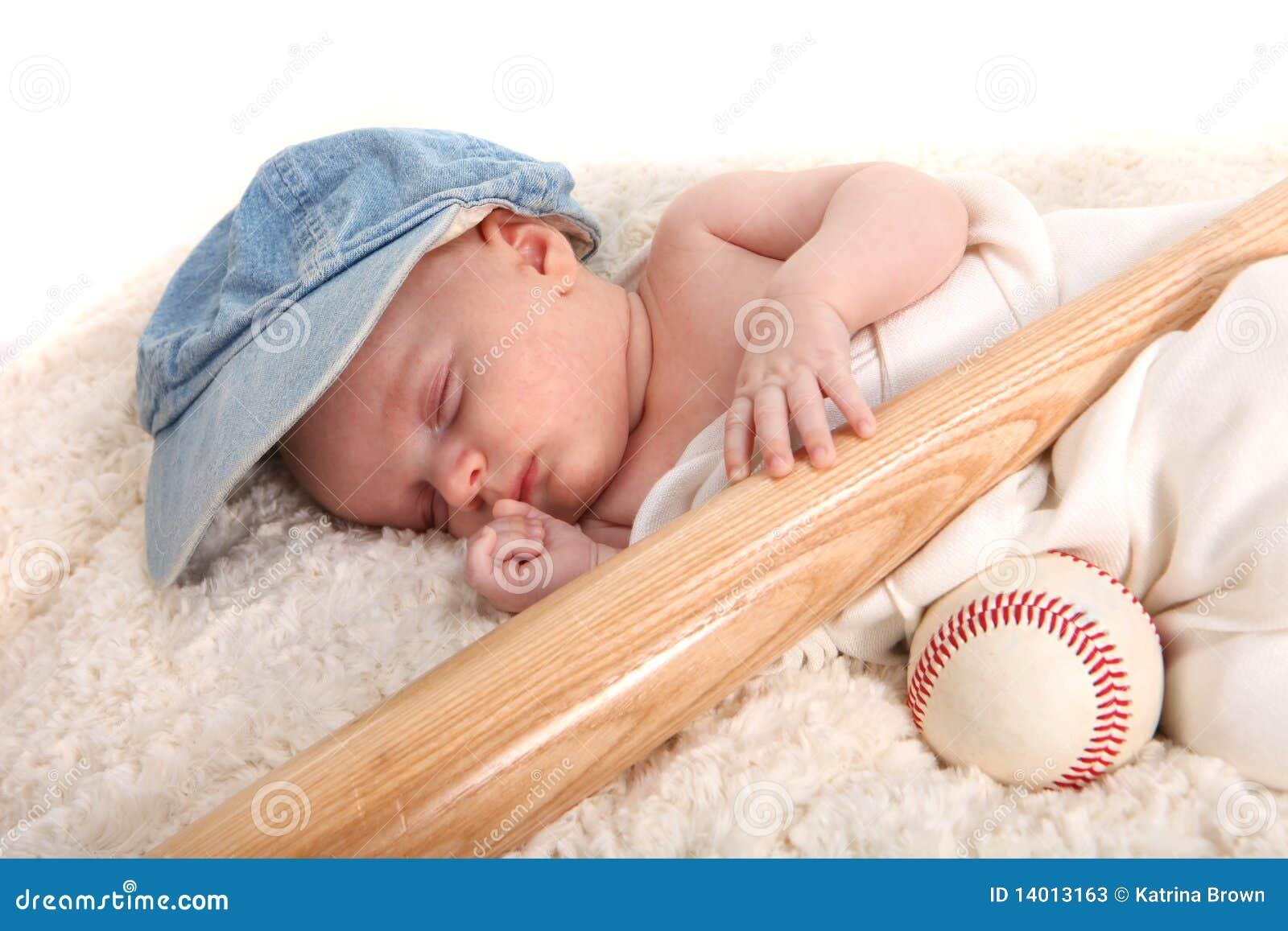 Fille baise une batte de baseball