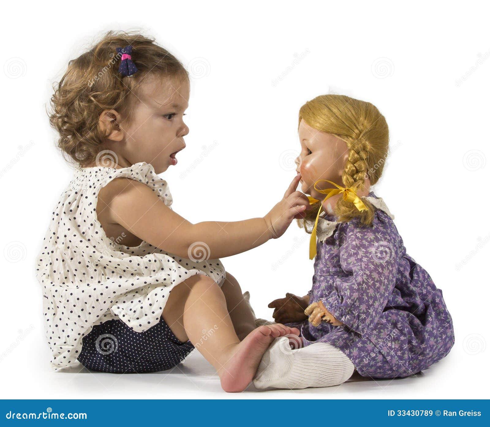 Bébé et poupée