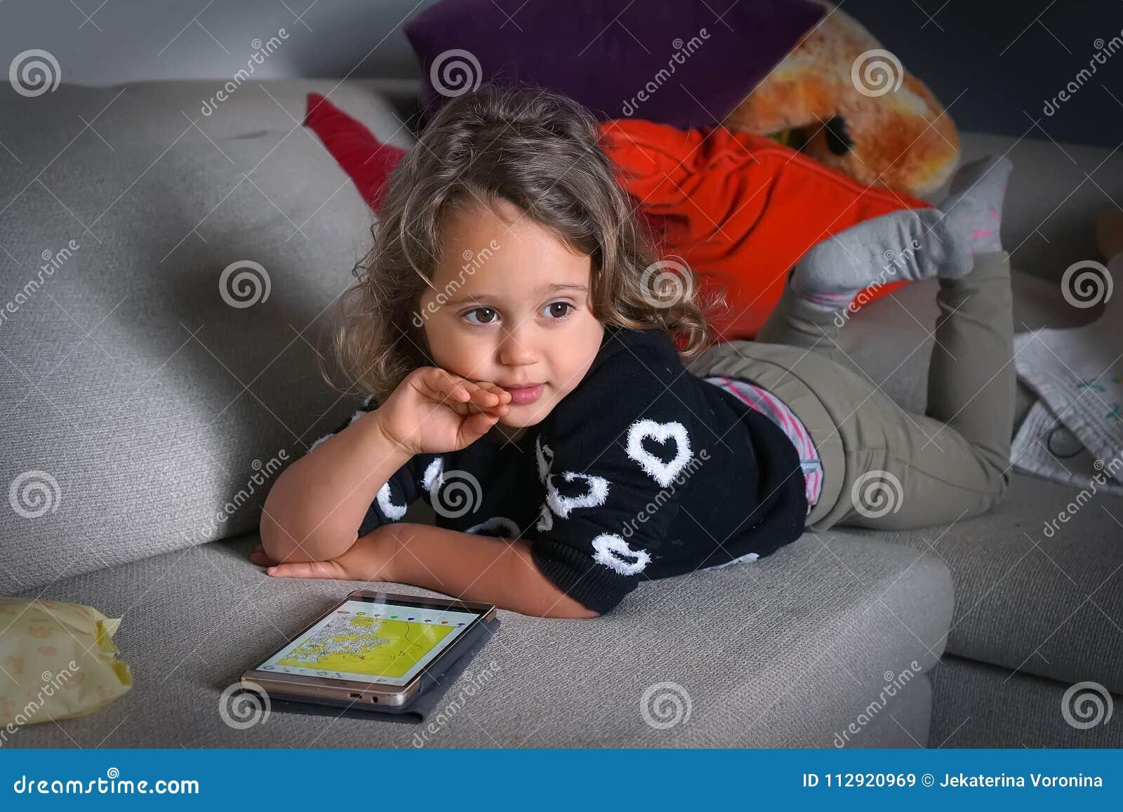 Bébé et téléphone portable
