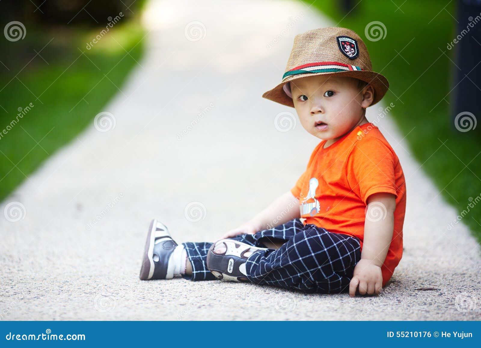 Bébé garçon d été