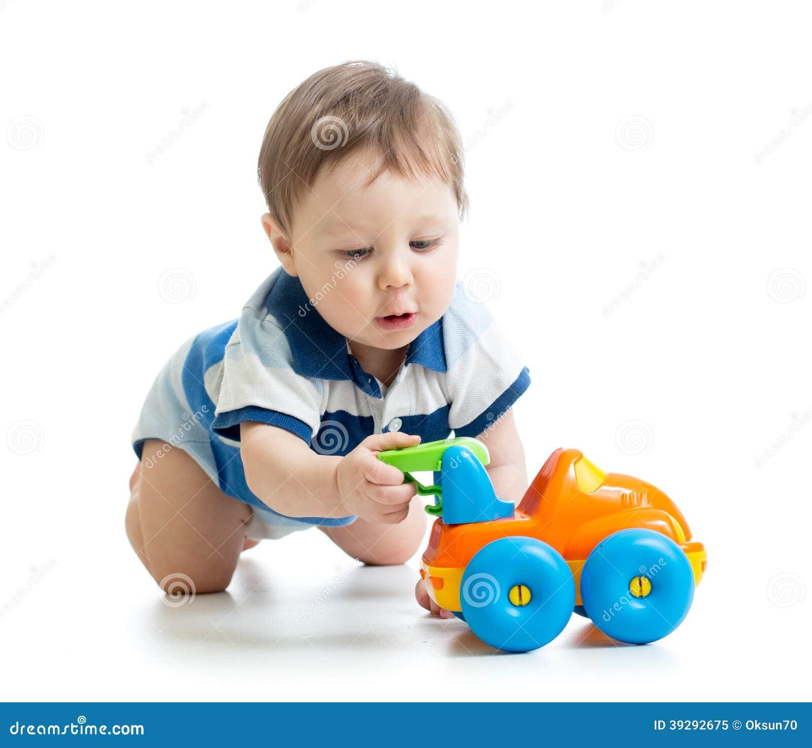 Bébé garçon jouant avec le jouet