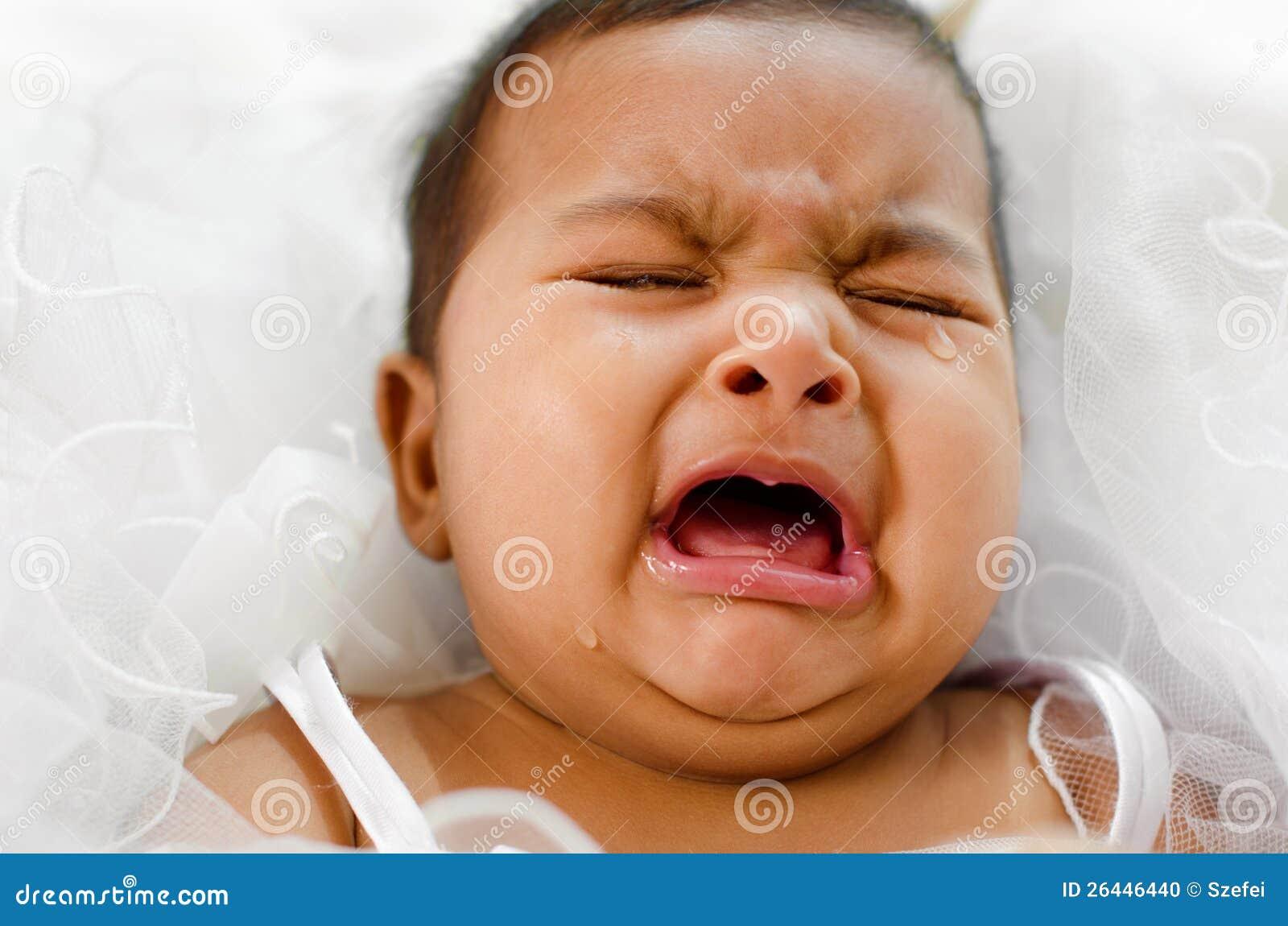 Bébé indien pleurant