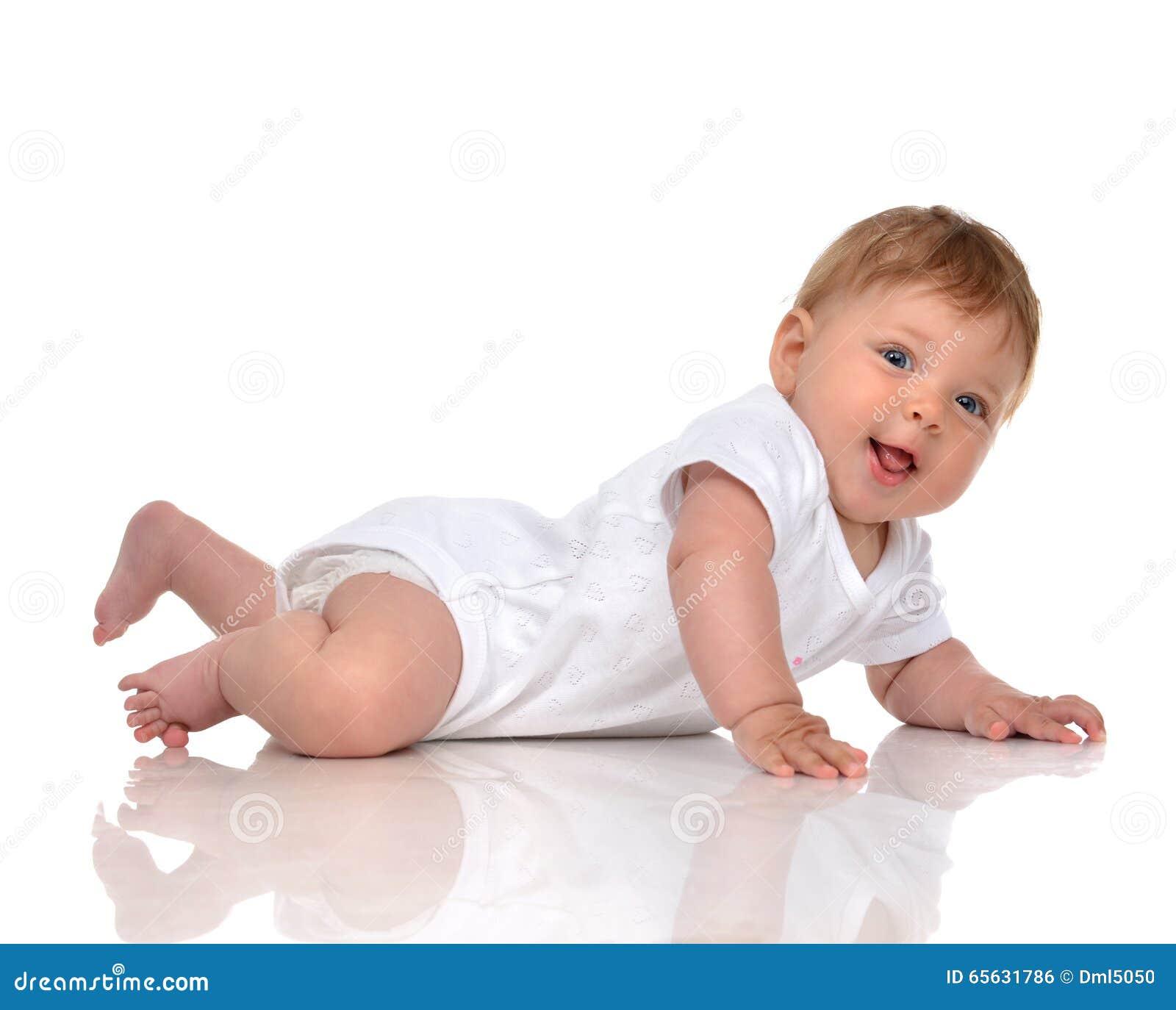Bébé infantile d enfant dans regarder de sourire heureux menteur de couche-culotte
