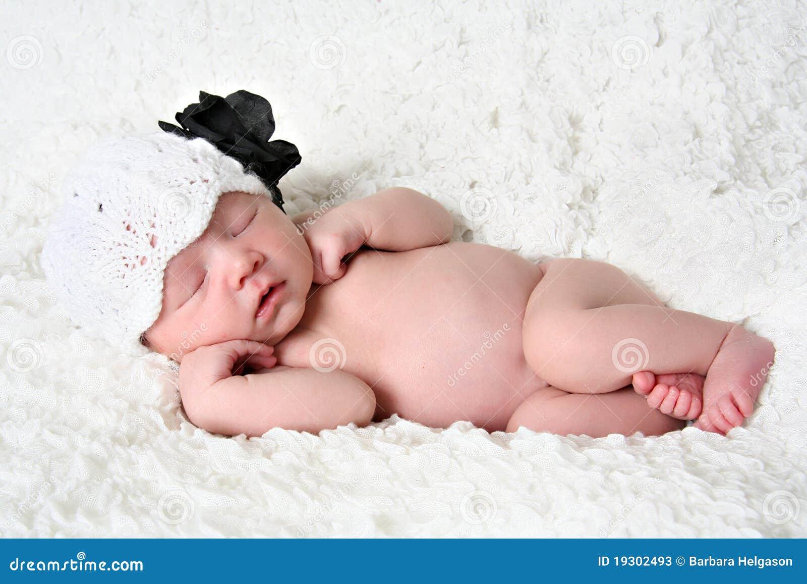Спящая и голая девочки 13 фотография