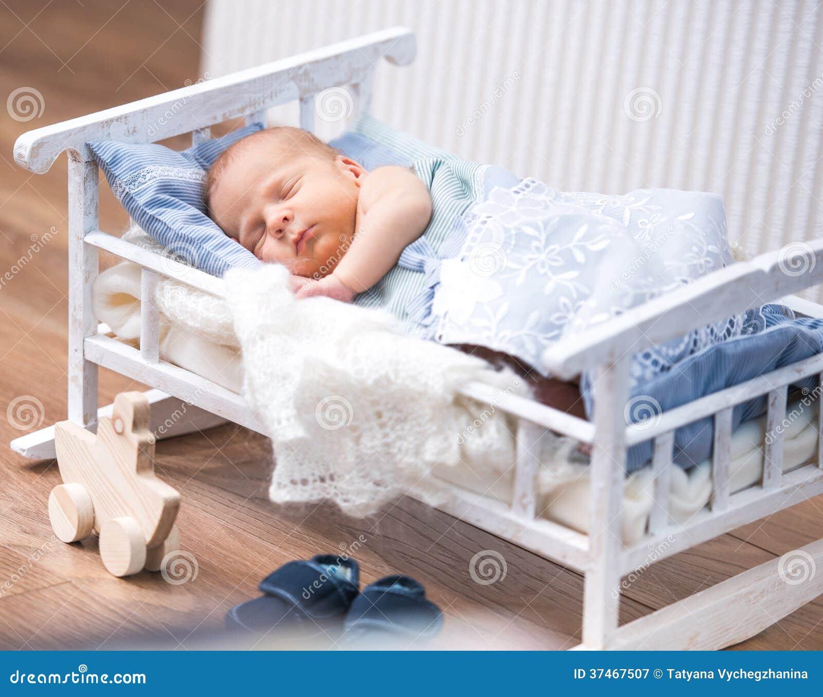 lit bebe nouveau ne