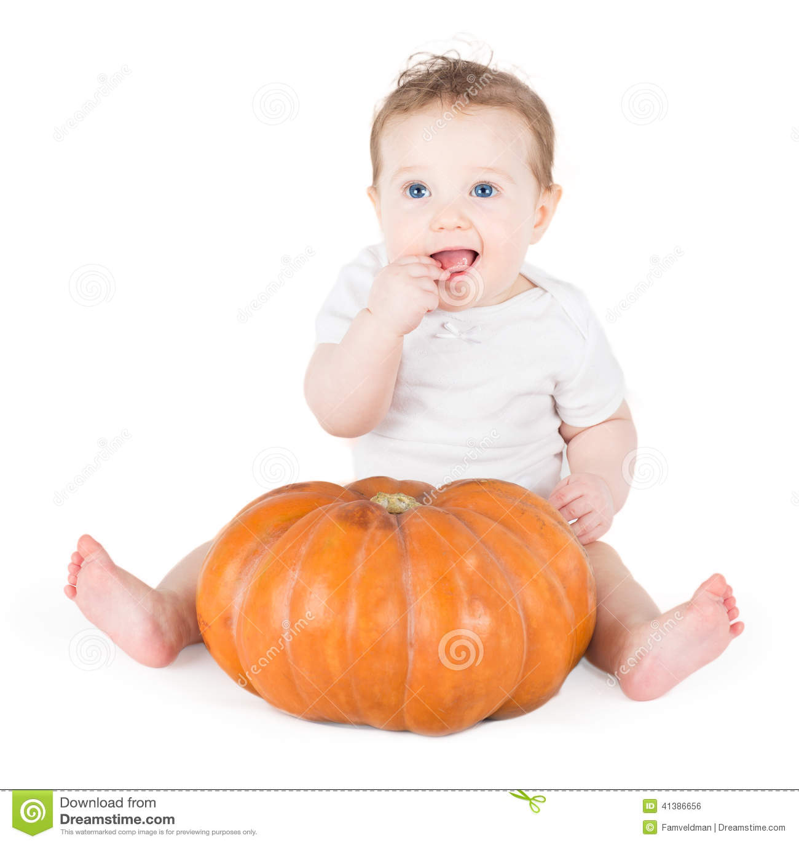 Pénétration de bébé avec des objets énormes