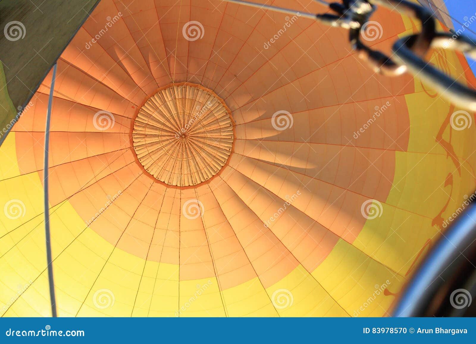 Bóveda colorida de la tela del globo del aire caliente