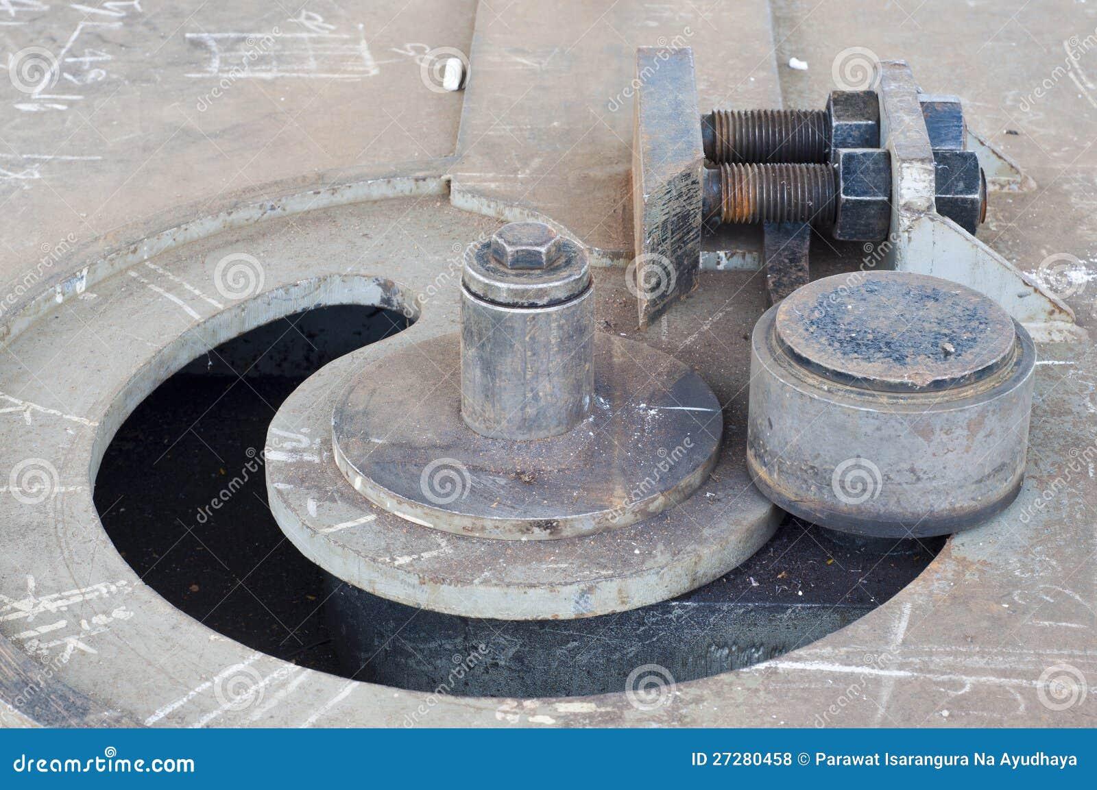 Böjande maskin för stål.