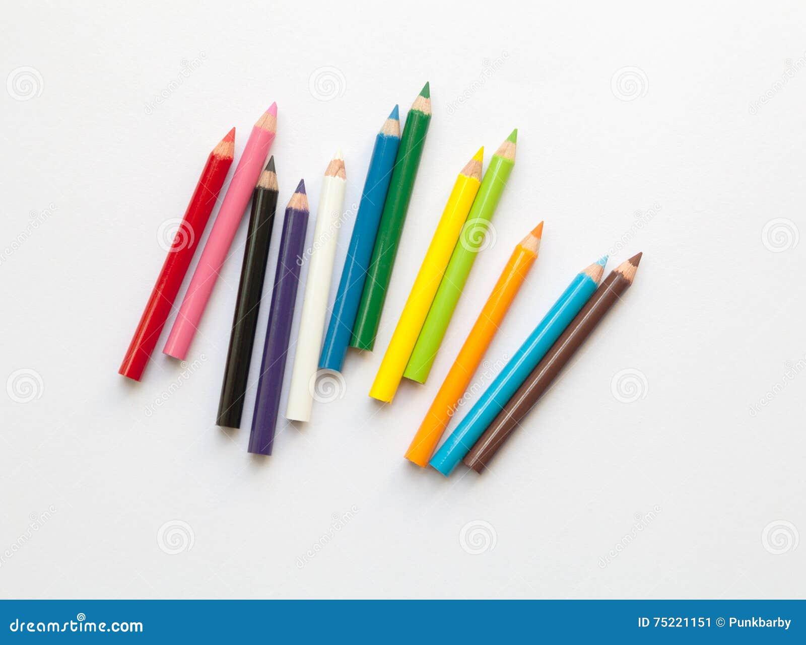 Bündel farbige Minibleistifte des Spaßes lokalisiert auf Weiß Mehrfarbengruppe hölzerne Bleistifte