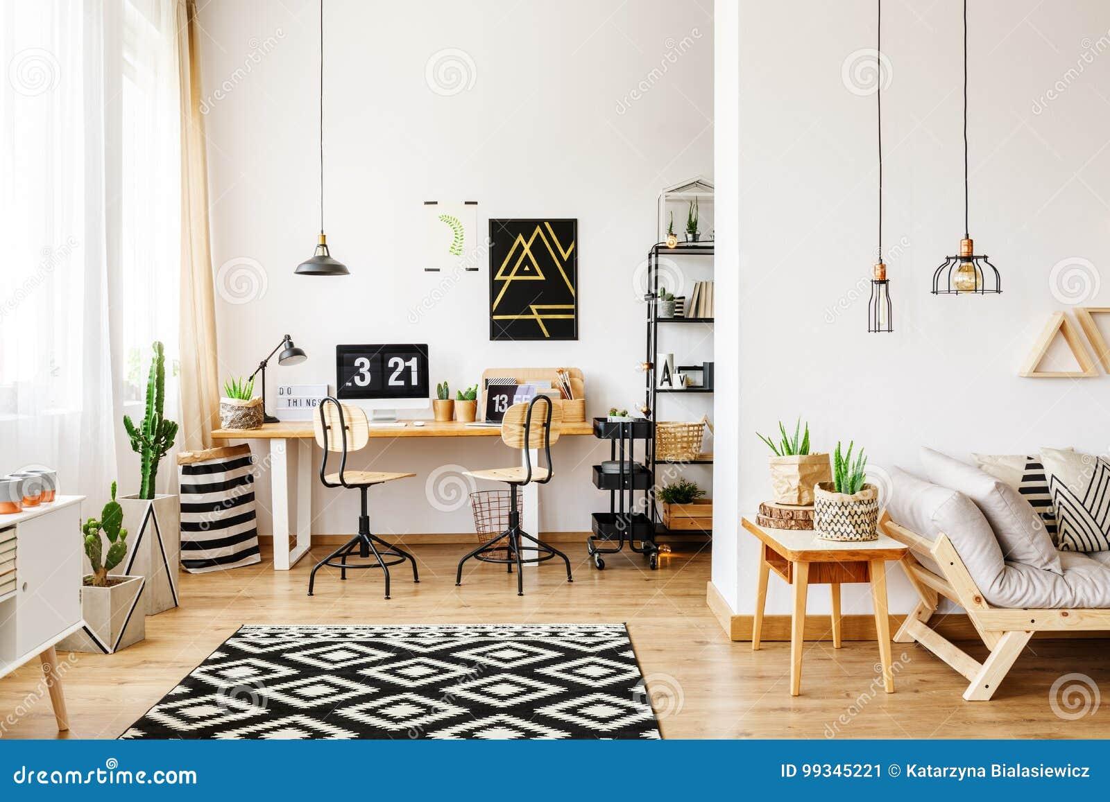 Büro Und Offenes Wohnzimmer Stockbild - Bild von frech, dachboden ...