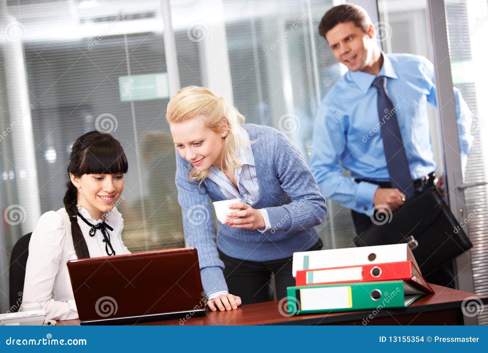 Büroarbeit stockfoto. Bild von zuhause, glücklich, korporativ - 13155354
