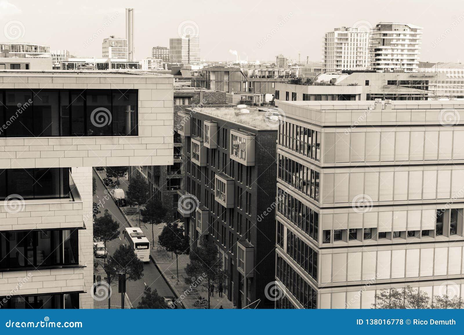 Bürogebäude in Hamburg mit Ansicht der Straße