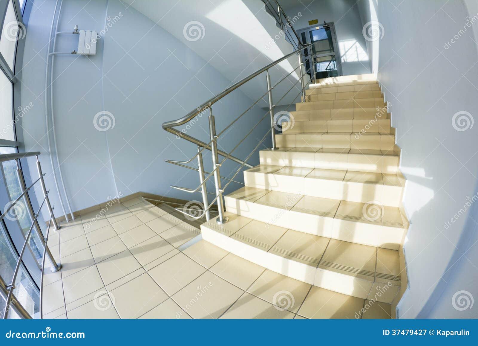 Bürotreppenhaus (fisheye Schnappschuß)