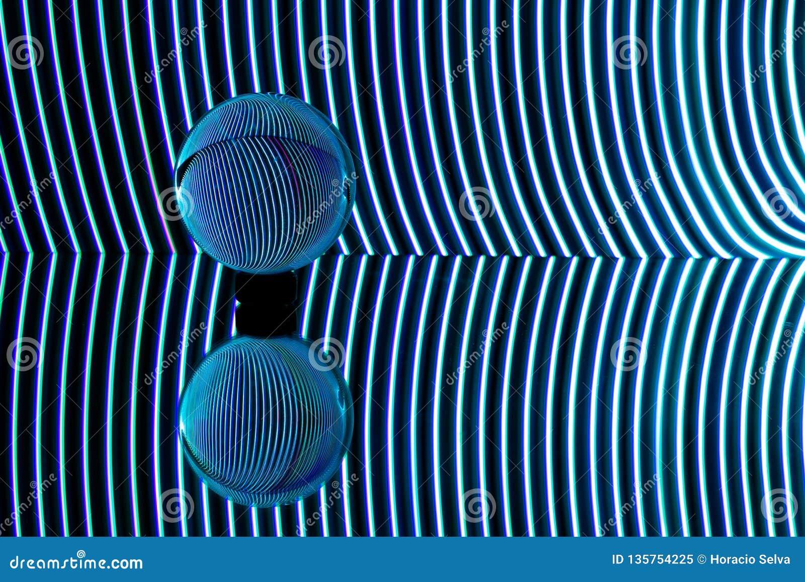 Błękitów światła wyginający się za przejrzystą sferą Lekka obraz fotografia
