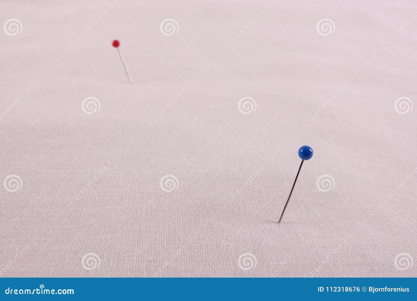 Błękita i czerwieni szpilki punkty że ocena koniec i początek
