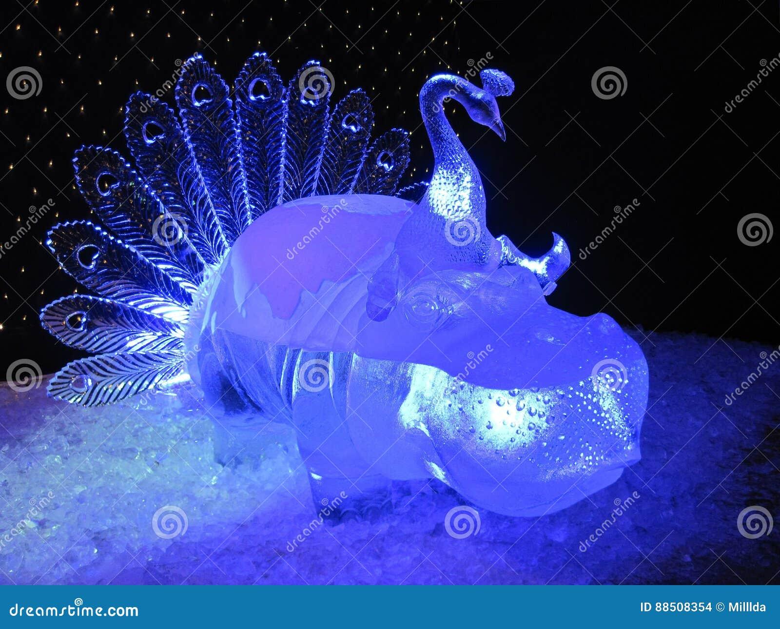 Błękitna lodowa rzeźba