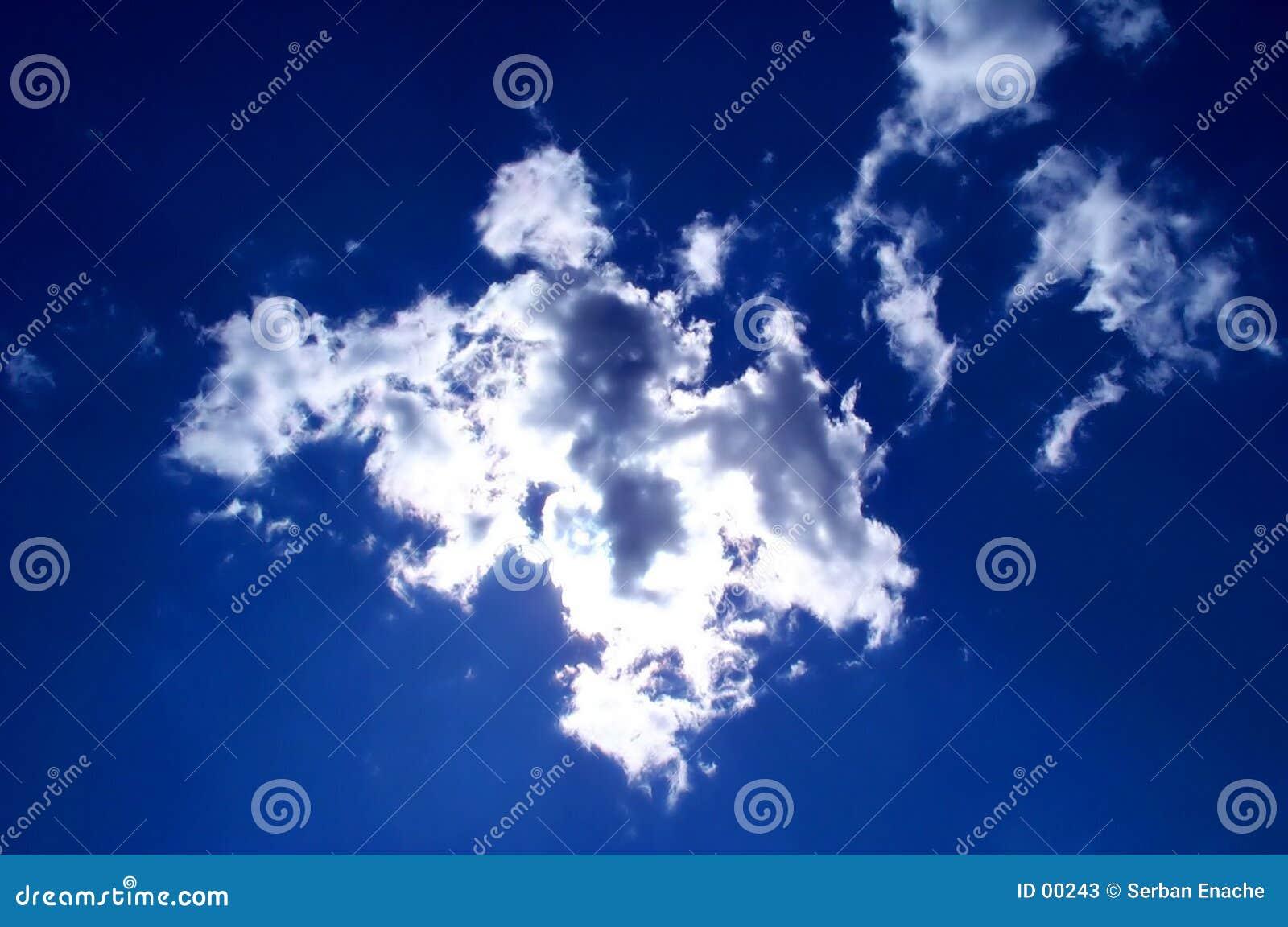 Błękitne niebo.