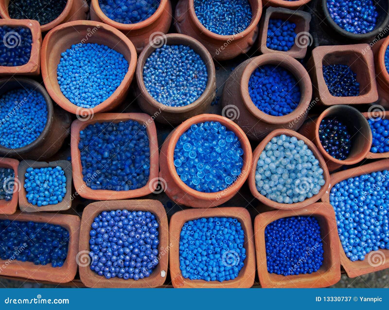 Błękitny koralika cotta puszkuje terra