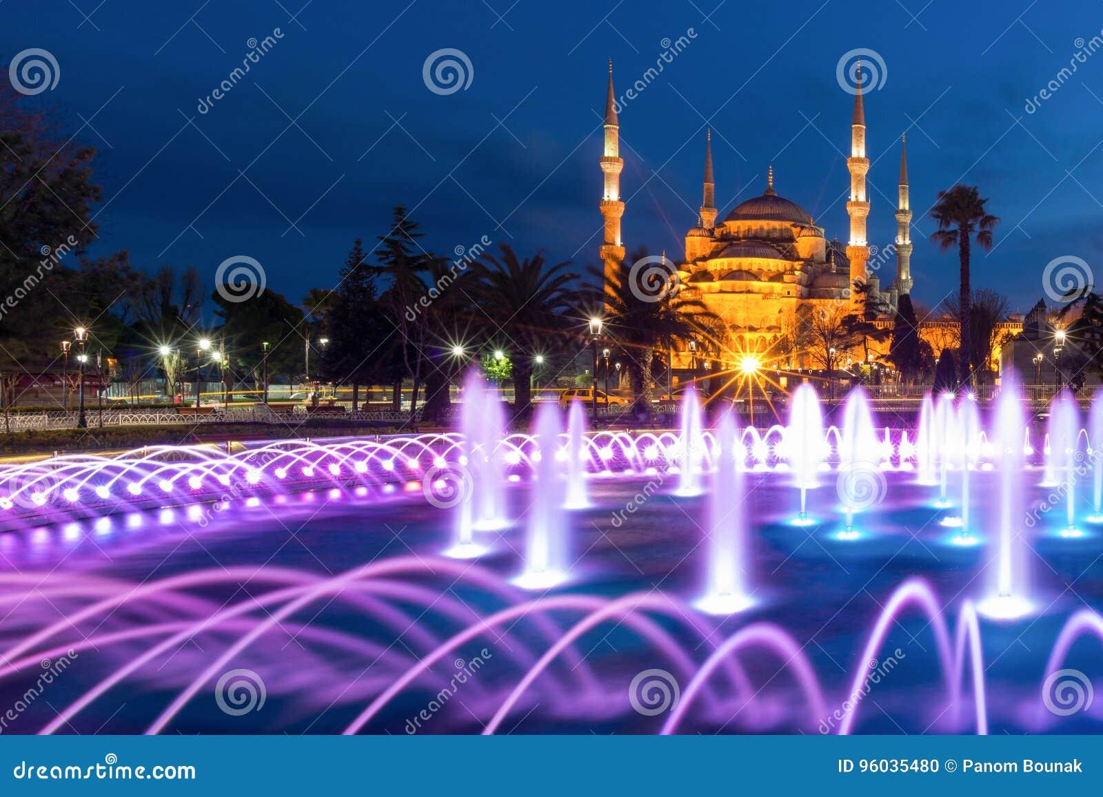 Błękitny meczet przy Sultanahmet kwadratem przy Istanbuł, Turcja