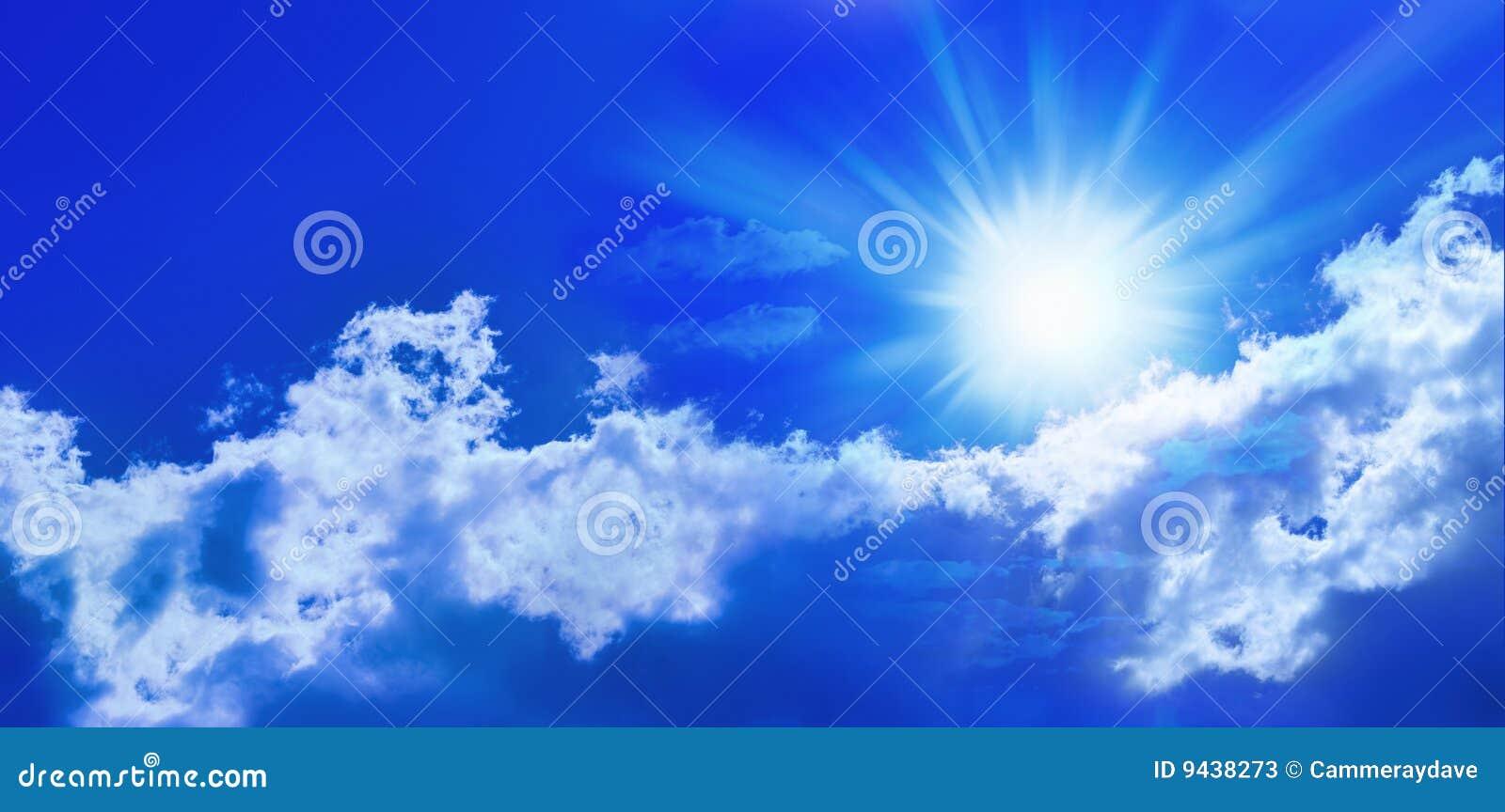 Błękitny panoramy nieba słońce