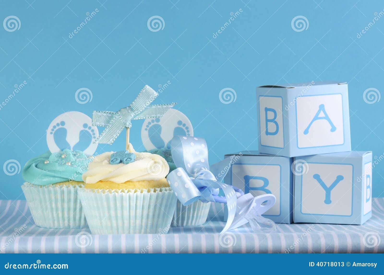 Błękitny temat chłopiec trzy dziecko i babeczki favour prezentów pudełka