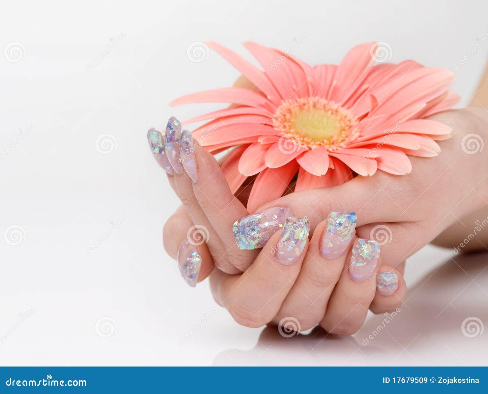 Błyskotliwość manicure i menchia kwiat