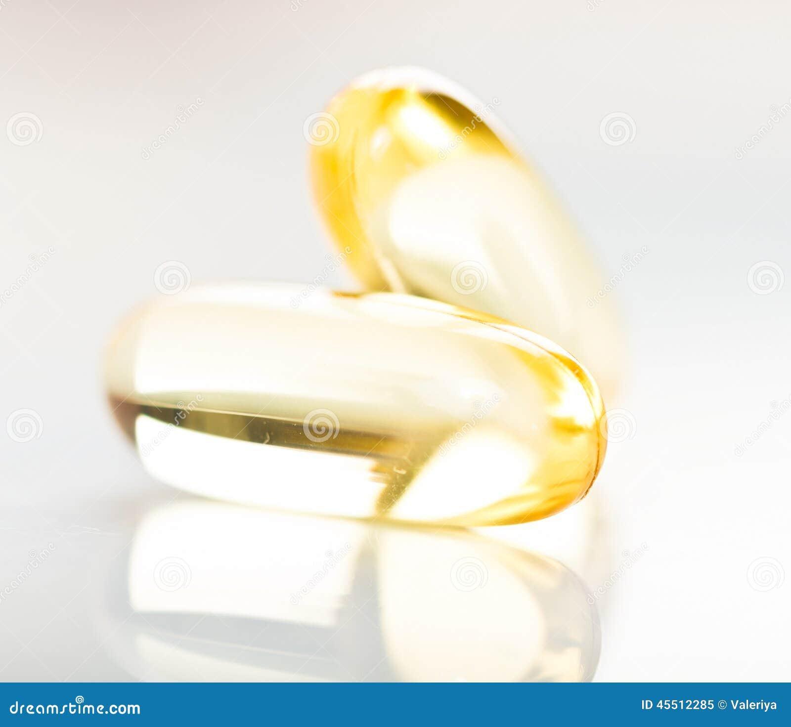 Błyszcząca żółta witaminy e rybiego oleju kapsuła