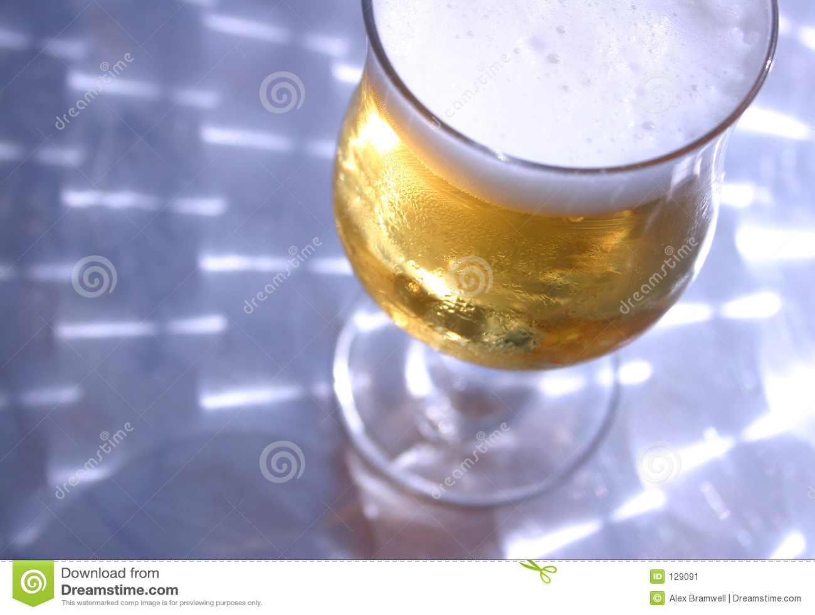 Błyszczący tabeli piwo