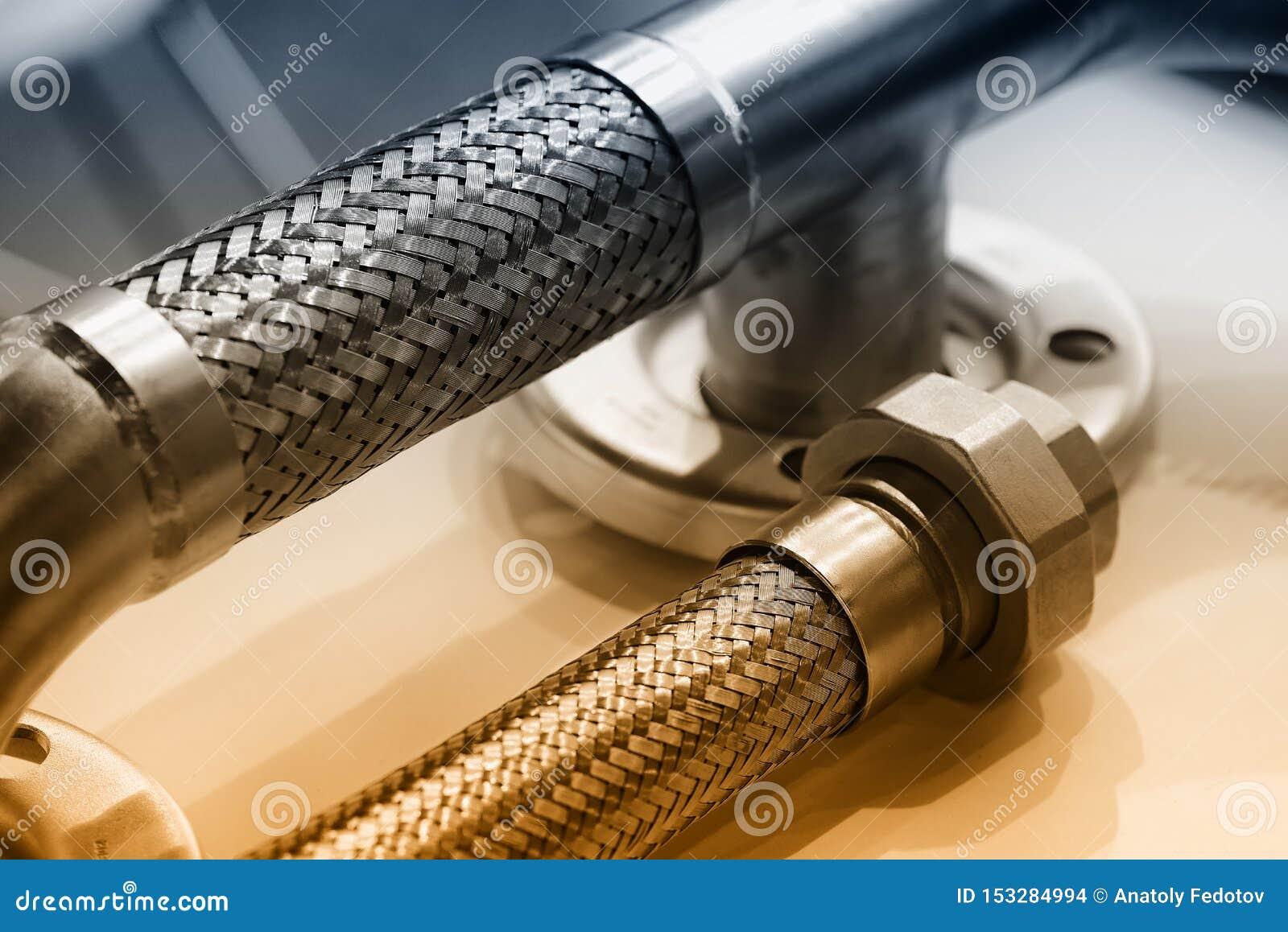 B?jligt r?r f?r metall, adapter, f?rbindande mutter R?rmokeriutrustning Tonad brunt