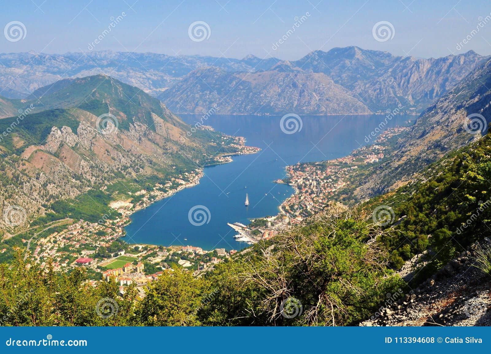 Baía de Kotor da montanha de Lovcen
