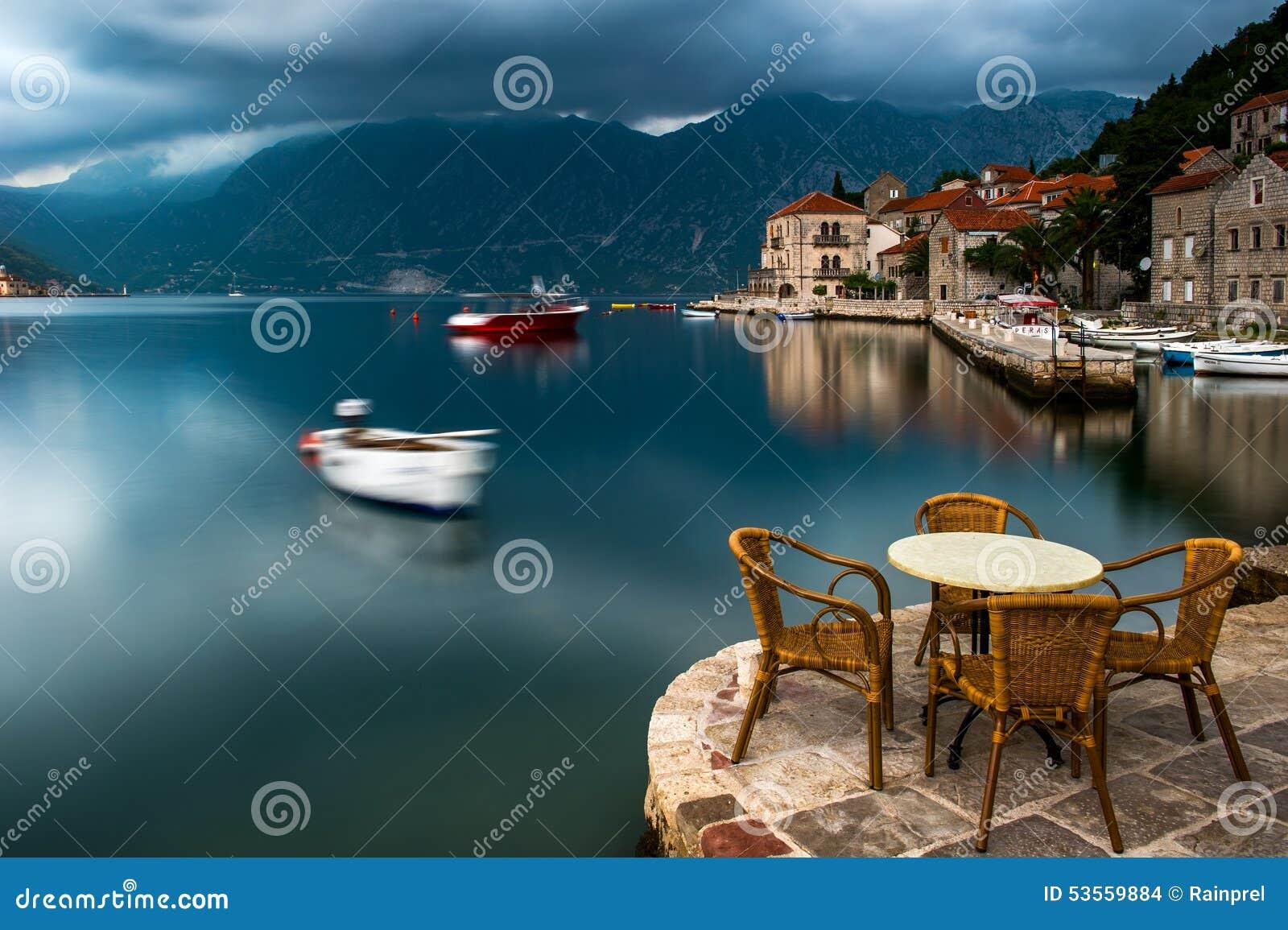 Baía de Kotor em Perast, Montenegro
