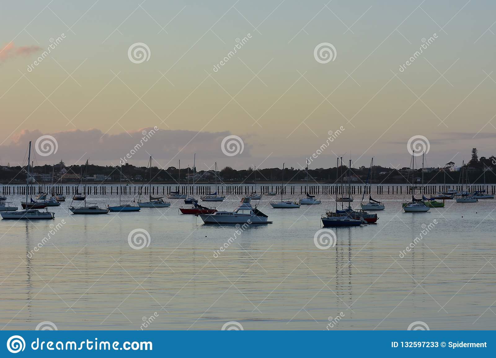 Baía de Okahu após o por do sol