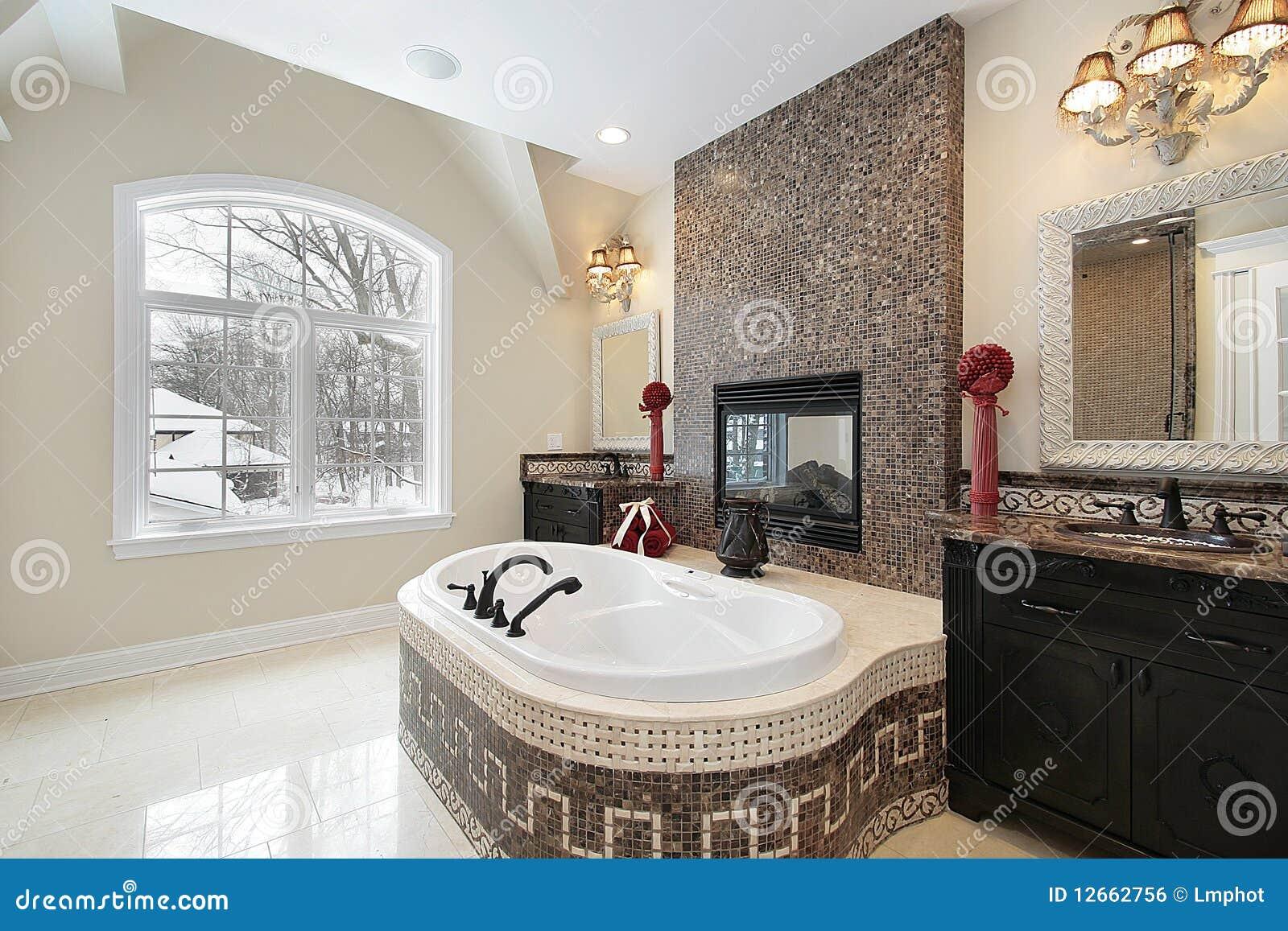 Azulejos Baño Marmol: libre de regalías: Baño principal con la tina de mármol del azulejo