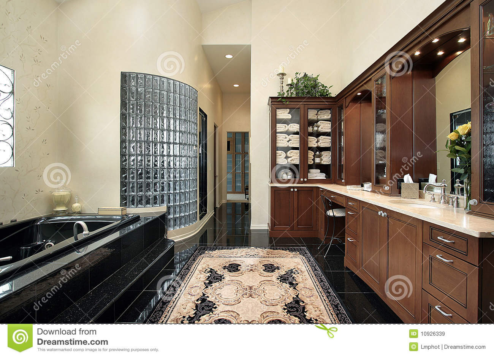 Tinas De Baño Negras:Bathroom with Dark Wood Floor