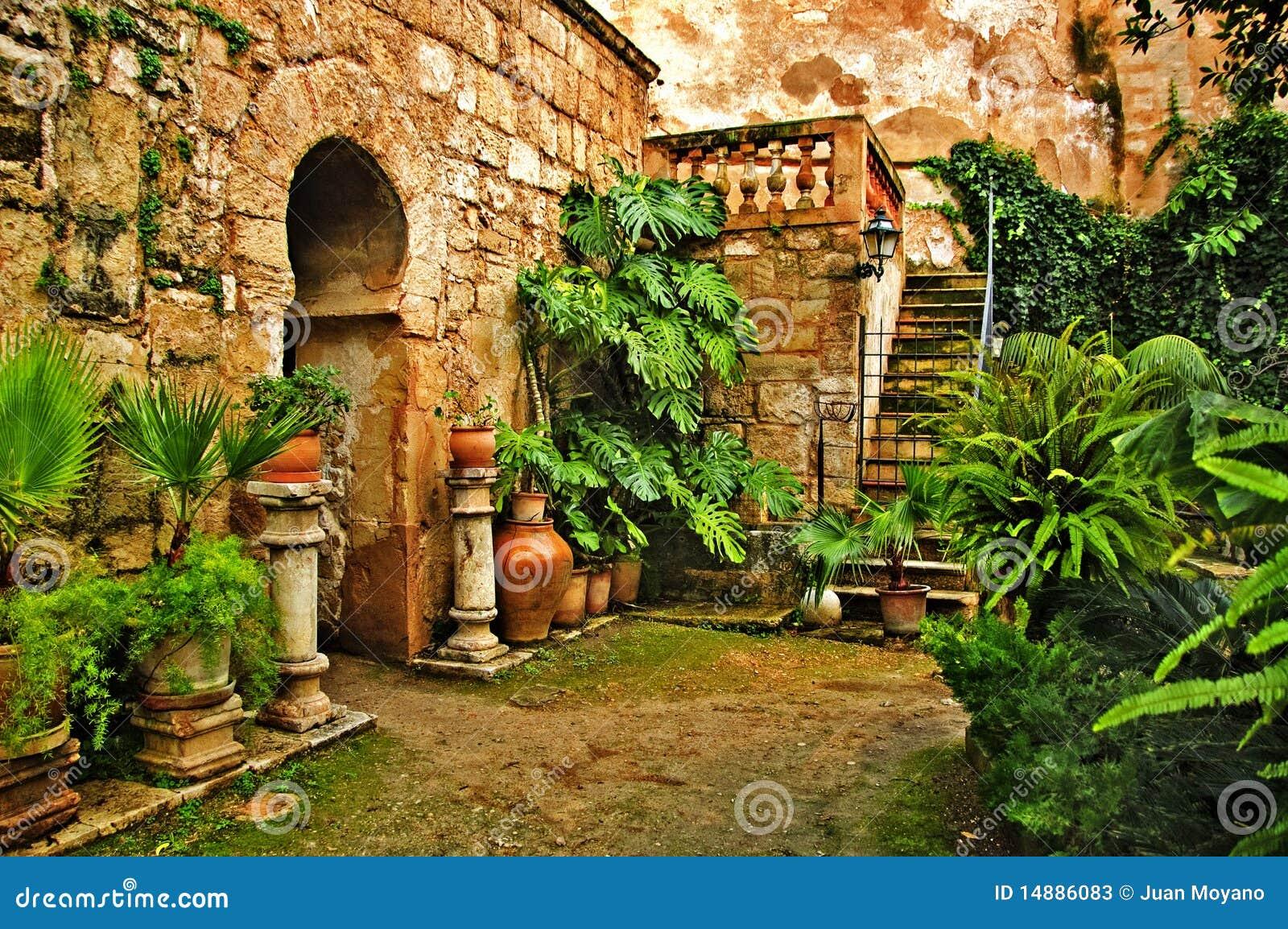 Baños Arabes Palma De Mallorca:Una vista de baños árabes en Palma de Mallorca, España