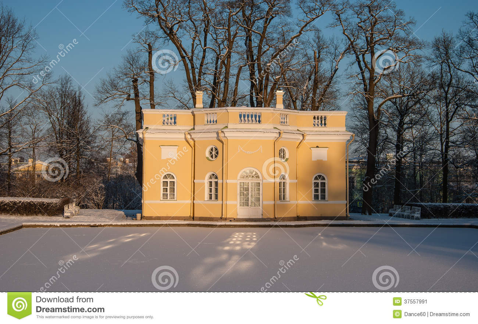Imagenes De Baño Frio:Los baños fríos del pabellón en Catherine parquean en Tsarskoye