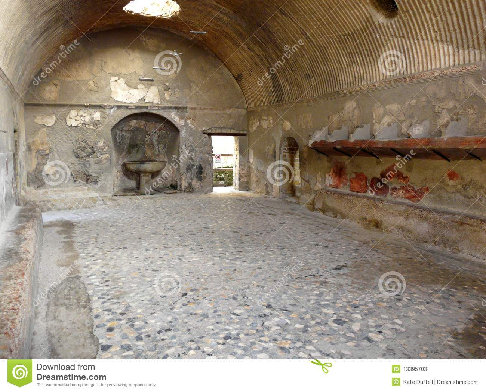 Baños Públicos Antiguos En La C Romana Antigua Fotos de ...