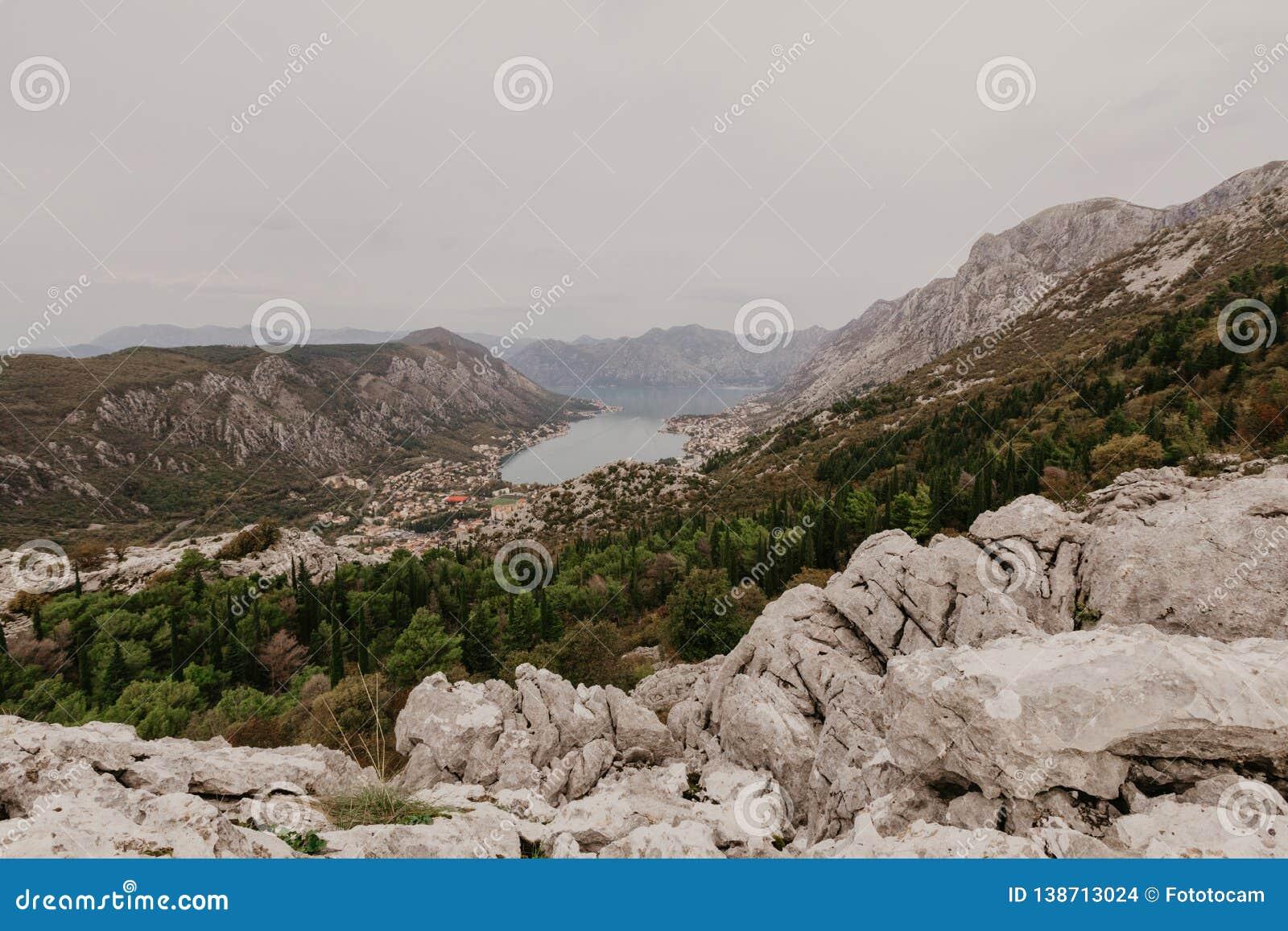Baai van Kotor van de hoogten