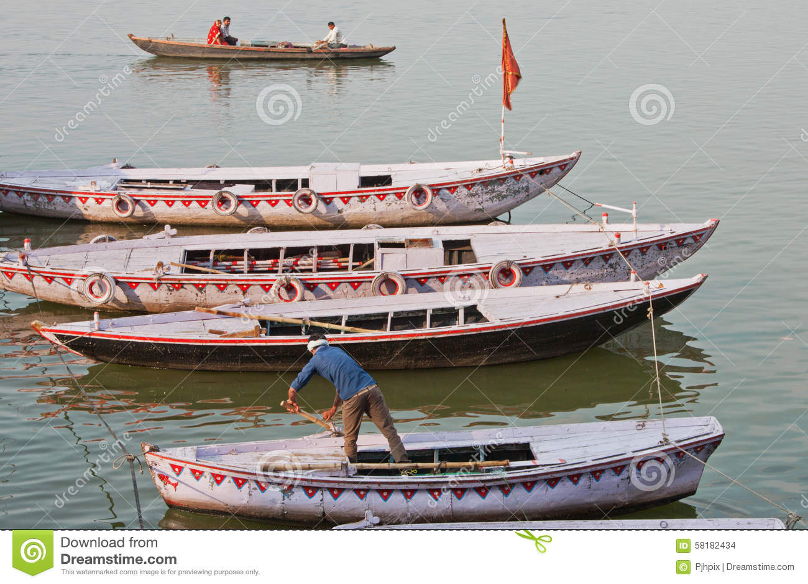 Baaots amarrou no Ganges River