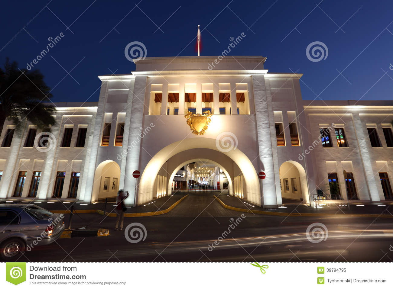 Bab el bahrain souk gate manama bahrein redactionele for United international decor bahrain