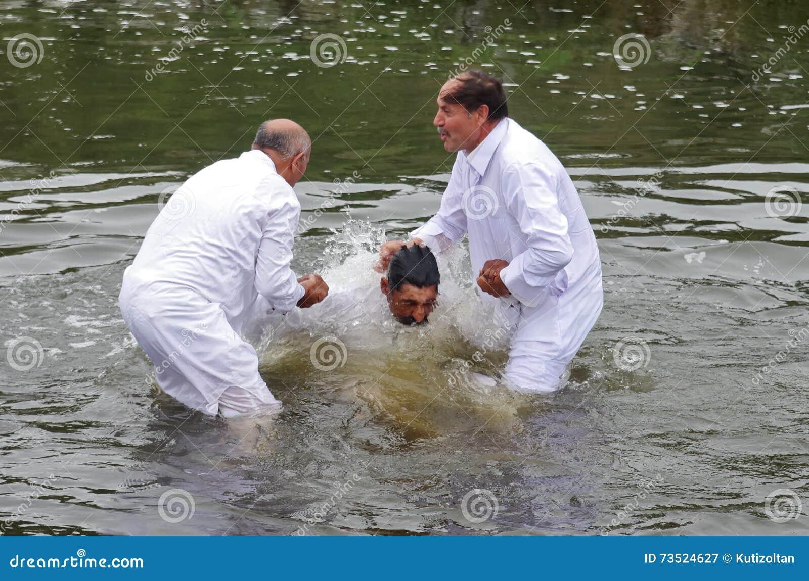 Babtism im Fluss